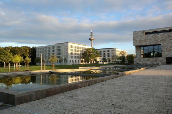 Email Goethe Uni
